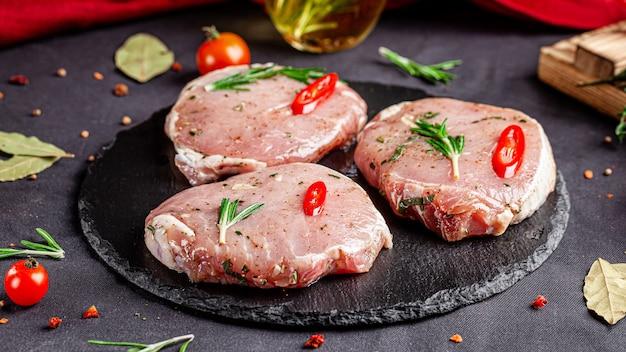 Bistecca di maiale marinata al rosmarino