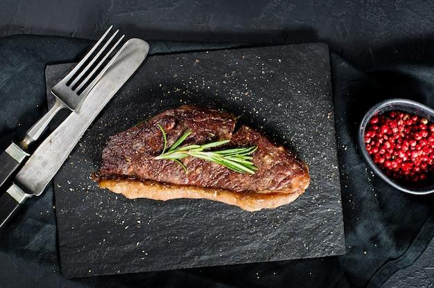 Bistecca di manzo con rosmarino.