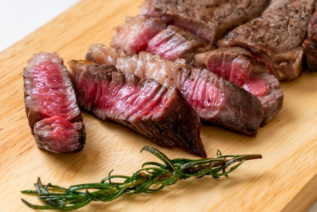 Bistecca di manzo mediamente cotta alla griglia