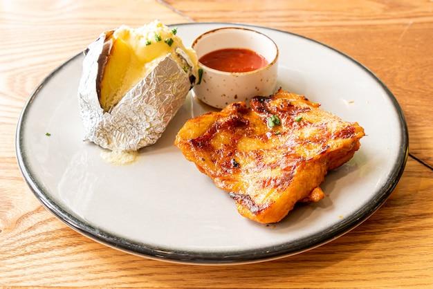 Bistecca di pollo alla griglia con patate