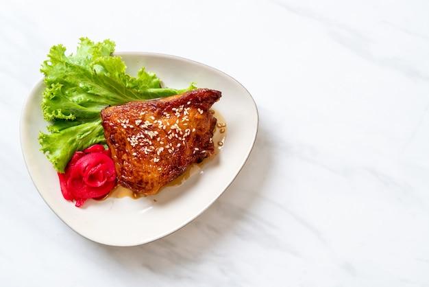 Bistecca di pollo alla griglia con salsa teriyaki