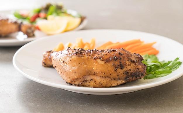Bistecca di pollo della coscia