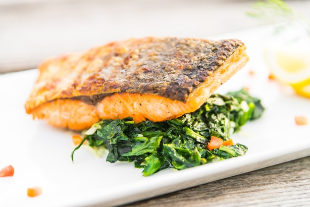 Bistecca di salmone alla griglia