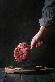 Bistecca di tomahawk crudo