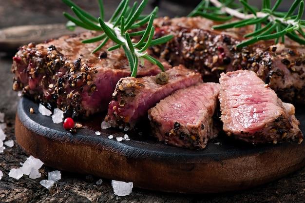 Bistecca succosa di media rarità con spezie