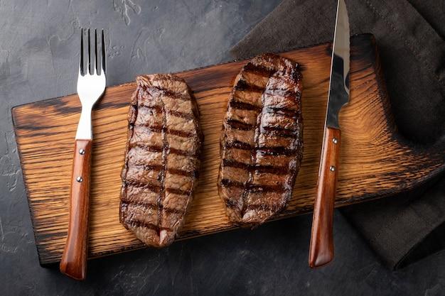 Bistecca superiore pronta da mangiare del primo piano.