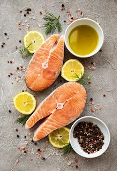 Bistecche di salmone crude