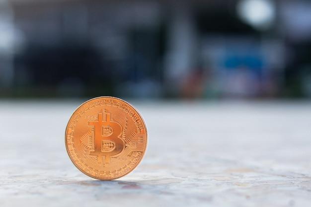 Bitcoin dorato con copia spazio per il testo