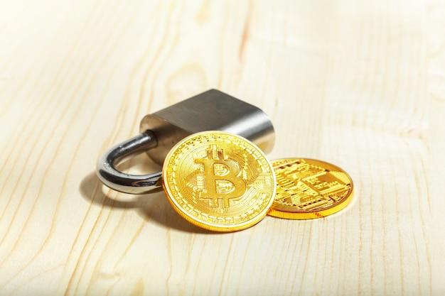Bitcoin e lucchetto d'oro