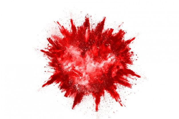 Bloccare il movimento della polvere rossa che esplode, isolato su sfondo bianco