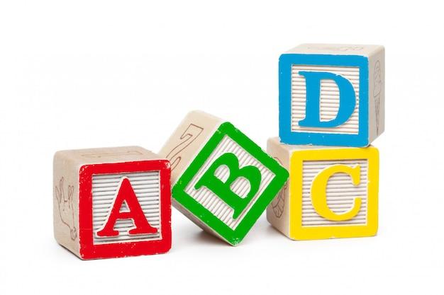 Blocchi alfabeto in legno isolati