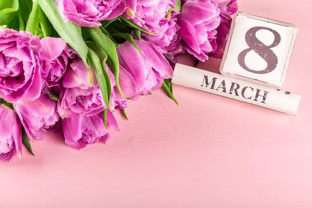 Blocchi di legno con data internazionale della donna, 8 marzo