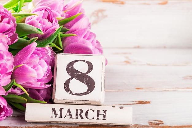 Blocco di legno con data internazionale delle donne, 8 marzo