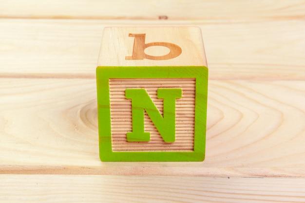 Blocco di legno con lettere