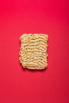 Blocco di spaghetti istantanei