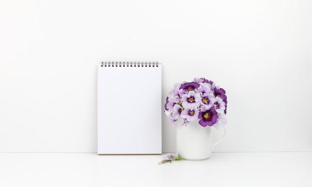 Blocco note con fiori