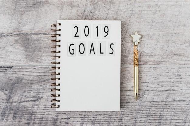 Blocco note con iscrizione agli obiettivi del 2019