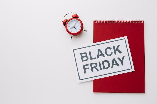 Blocco note e orologio venerdì nero