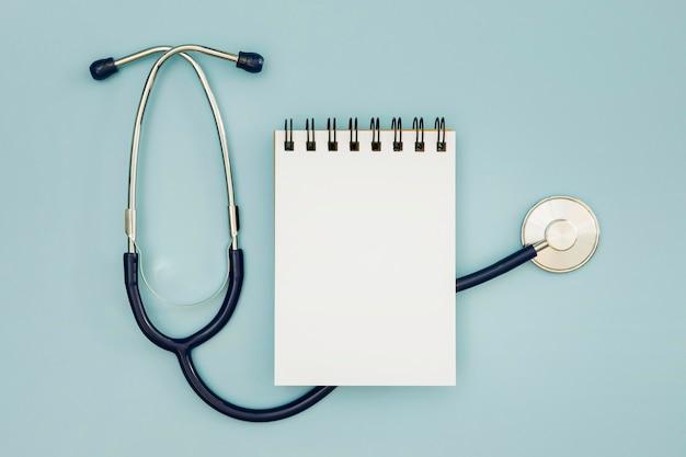 Blocco note spazio stetoscopio e copia