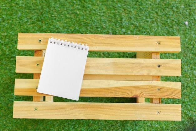 Blocco note su legno
