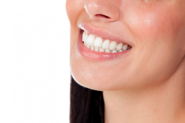 Bocca sorridente della donna con i grandi denti