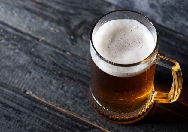 Boccale di birra con birra chiara