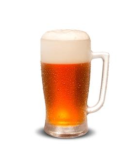 Boccale di birra isolato su sfondo bianco