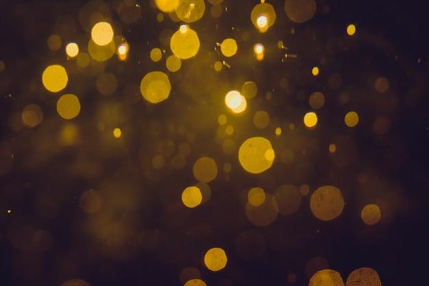 Bokeh astratto dell'oro di lusso su fondo nero