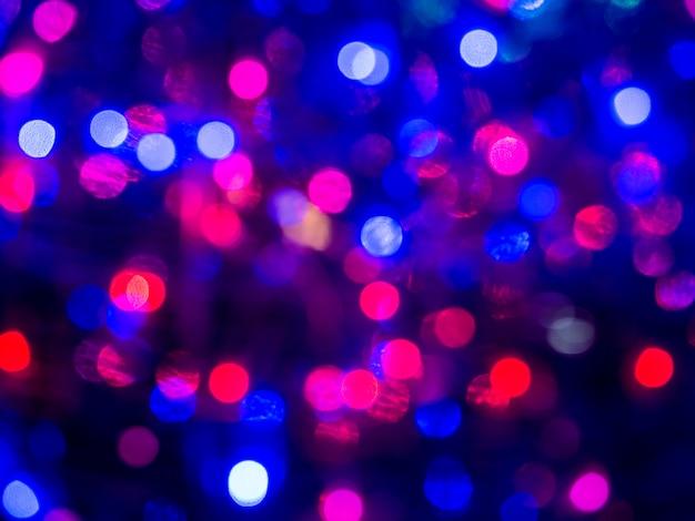 Bokeh e chiarore della scena notturna del fondo blured