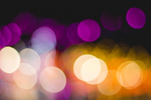 Bokeh illumina molti colori su sfondo nero