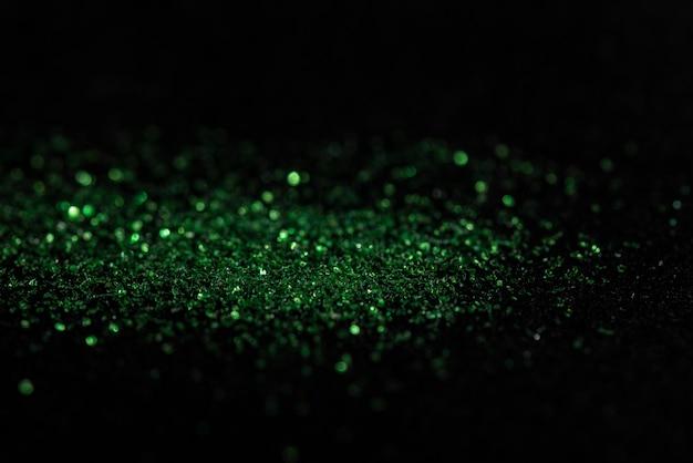Bokeh verde dal carborundum su fondo nero