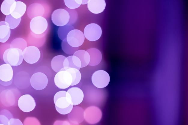 Bokeh viola sfocato sfondo di luci