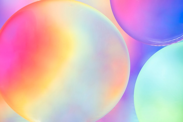 Bolle di olio colorato astratto su sfondo sfocato