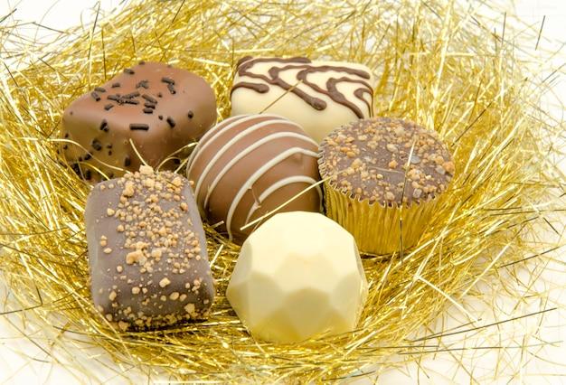 Bonbon al cioccolato sul vassoio