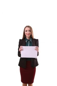 Bordo di manifestazione della donna di affari, insegna con lo spazio della copia indicare della barretta. donna sorridente con i capelli lunghi. sfondo bianco isolato.