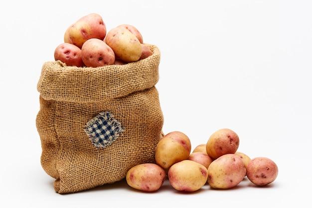 Borsa con patate su bianco
