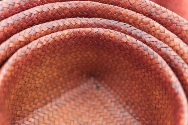 Borsa di rattan tan naturale organico fatto a mano per lo sfondo.
