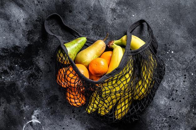 Borsa ecologica riutilizzabile di frutta. zero sprechi. concetto di stile di vita sostenibile. senza plastica. vista dall'alto. copia spazio