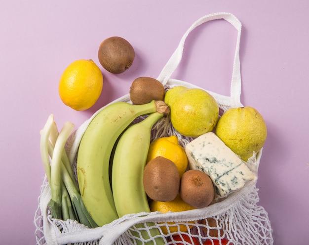 Borsa naturale ecologica con frutta e verdura biologiche.