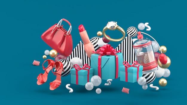 Borsa, rossetto, tacchi alti, anelli, profumo e scatole regalo in mezzo a palline colorate sul verde. rendering 3d.