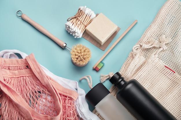 Borse in cotone, bottiglie riutilizzabili e accessori ecologici