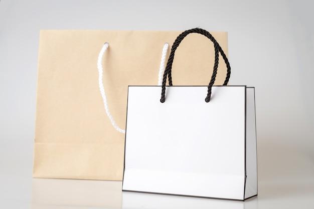 Borsello bianco un sacchetto della spesa di colore