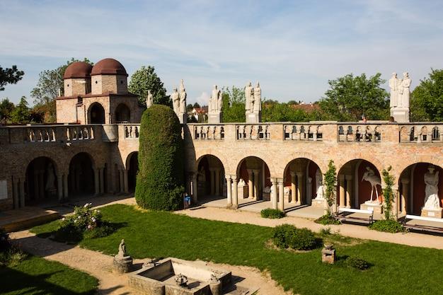 Bory var, castello grazioso costruito da un uomo bory jeno nel szekesfehervar, ungheria