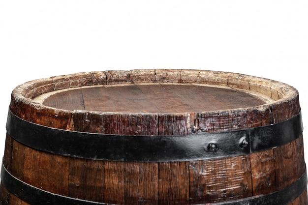 Botte di legno con anelli di ferro