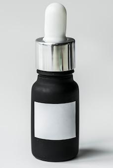 Bottiglia del contagoccia isolata sulla priorità bassa di whtie