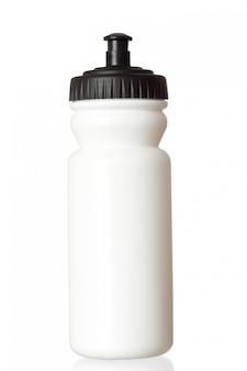 Bottiglia di acqua della bicicletta isolata su fondo bianco