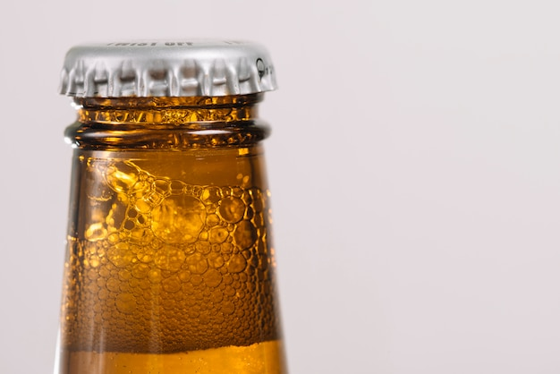 Bottiglia di birra con cappuccio