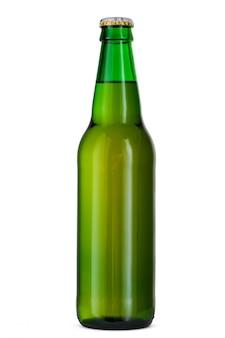 Bottiglia di birra isolata su fondo bianco
