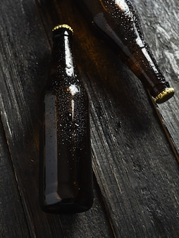 Bottiglia di birra marrone refrigerata