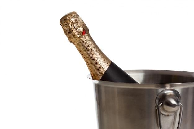 Bottiglia di champagne isolata on white